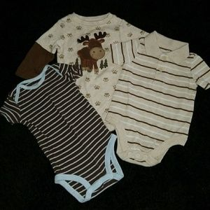 3 onesies size 0-6 months